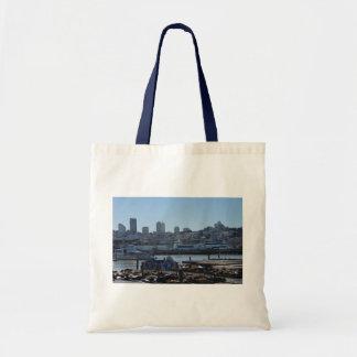 Horizon de ville de SF et sac fourre-tout à