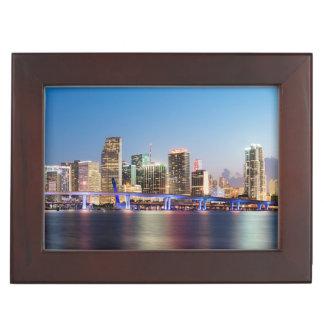Horizon lumineux de Miami du centre au crépuscule Boîtes À Souvenirs