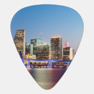 Horizon lumineux de Miami du centre au crépuscule Médiators