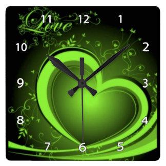 Horloge abstraite verte de coeur