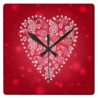 Horloge blanche de coeur de motif de Paisley