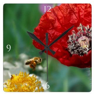 Horloge Carrée Abeille et pavot rouge