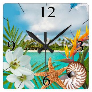 Horloge Carrée Aloha Nautilus de Frangipani de Plumeria de plage