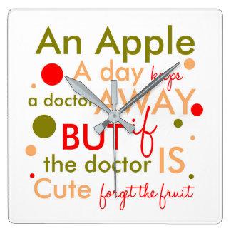 Horloge Carrée Apple par jour garde docteur Away Text Phrase