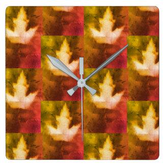 Horloge Carrée Artisan fabriqué à la main de motif de feuille