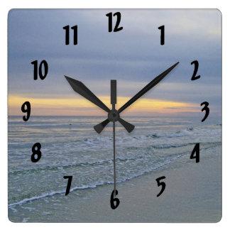 Horloge Carrée Beau bord de la mer d'île de chêne de coucher du