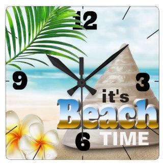 Horloge Carrée Beau coquillage de plage sablonneuse