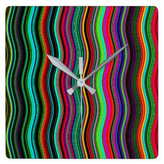 Horloge Carrée Beau motif onduleux coloré de rayure