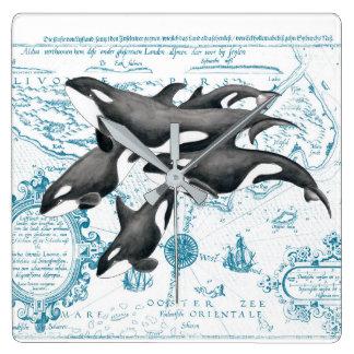 Horloge Carrée Bleu antique de famille de baleines d'orque