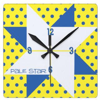 Horloge Carrée Bloc pâle jaune et bleu d'édredon d'étoile
