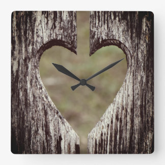 Horloge Carrée Bois découpé par coeur