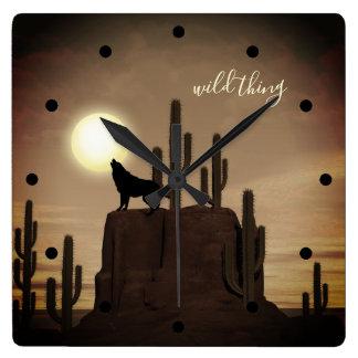 Horloge Carrée cactus sauvage de désert d'hurlement de loup de