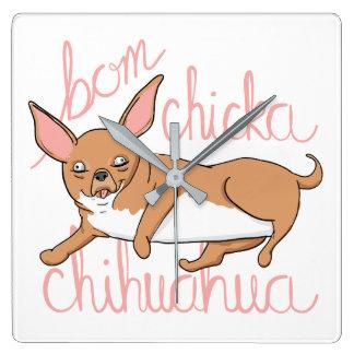Horloge Carrée Calembour drôle de chien de chiwawa de Bom Chicka
