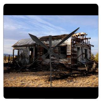 Horloge Carrée Chambre abandonnée à Kelso la Californie