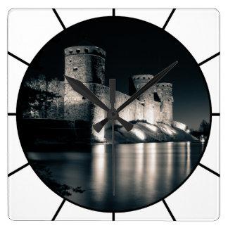 Horloge Carrée Château médiéval