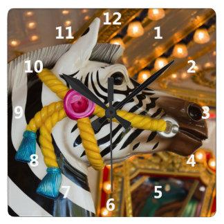 Horloge Carrée Cheval de zèbre de tour de carrousel de manège