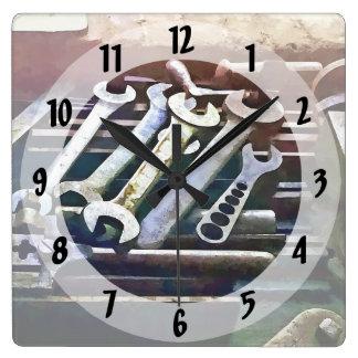 Horloge Carrée Clés dans l'atelier de construction mécanique