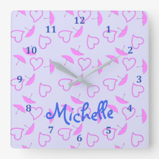 Horloge Carrée Coeurs et parasols roses sur le nom bleu pourpre