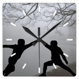 Horloge Carrée Combat d'épée