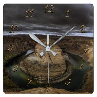 Horloge Carrée Courbure en fer à cheval