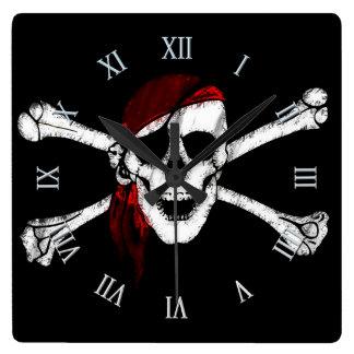Horloge Carrée Crâne et os croisés de pirate