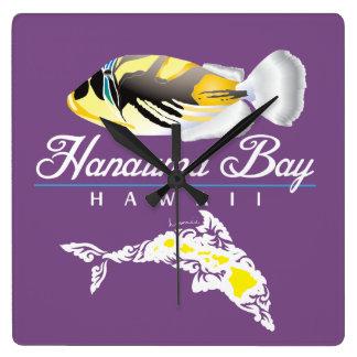 Horloge Carrée Dauphin d'Hawaï et poissons de déclencheur