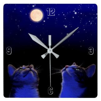 Horloge Carrée Deux chats observent la lune et des étoiles
