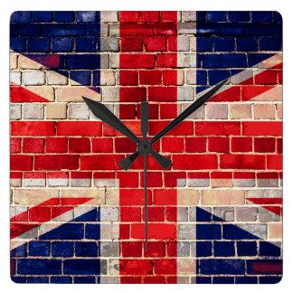Horloge Carrée Drapeau BRITANNIQUE sur un mur de briques