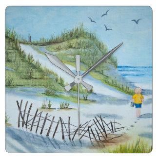 Horloge Carrée enfant sur l'aquarelle de plage sablonneuse