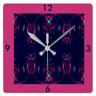 Horloge Carrée Feux d'artifice de framboise sur le décor de