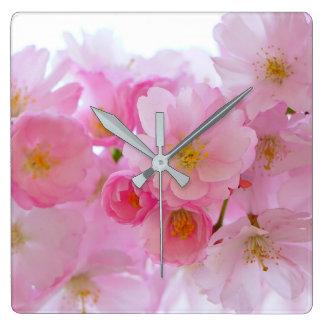 Horloge Carrée Fleurs de cerisier de rose en pastel