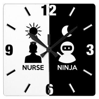 Horloge Carrée Infirmière par jour Ninja par nuit