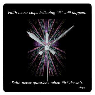 Horloge Carrée La foi ne synchronisent jamais la croix de