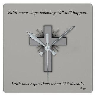 Horloge Carrée La foi ne synchronisent jamais w/Gray a évasé