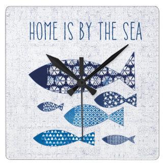Horloge Carrée La maison côtière de l'art   est par la mer