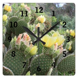 Horloge Carrée Le cactus fleurit l'horloge murale