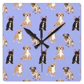 Horloge Carrée Les chiens dirigent le motif sans couture