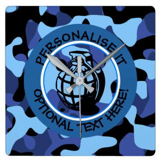 Horloge Carrée Les militaires bleus camouflent avec la grenade