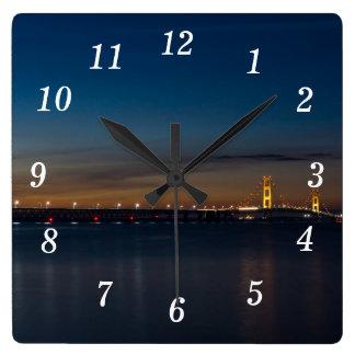 Horloge Carrée Mac puissant la nuit Pano