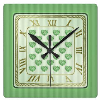 Horloge Carrée Motif vert et blanc carré de coeurs de tuile