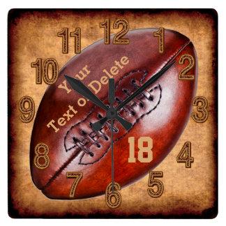 Horloge Carrée NOM vintage personnalisé de décor du football,