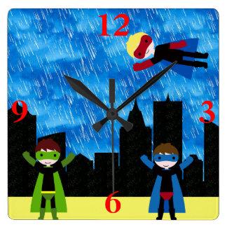 Horloge Carrée Partie de Bithday de garçons de superhéros