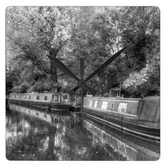 Horloge Carrée Peu de bateaux étroits de Venise
