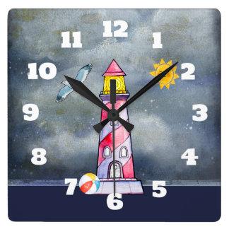Horloge Carrée Phare rouge avec un arrière - plan orageux