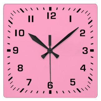 Horloge Carrée Plaque avant noire de nombre carré sur le rose
