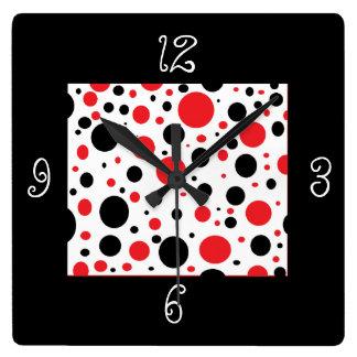 Horloge Carrée Point de polka rouge noir unique