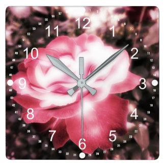 Horloge Carrée Roses rouges vintages