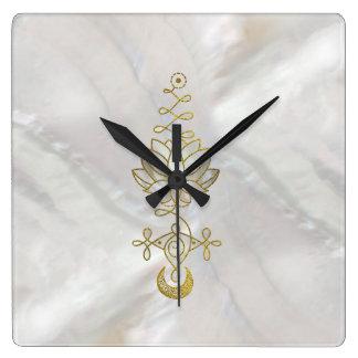 Horloge Carrée Symbole en pastel d'Unalome Lotus de perle