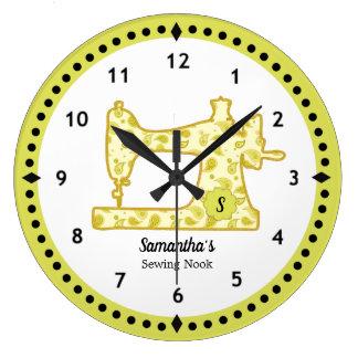 Horloge Chartreuse de machine à coudre de Paisley