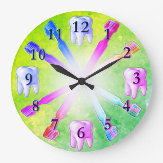 Horloge colorée de brosse à dents d'amusement